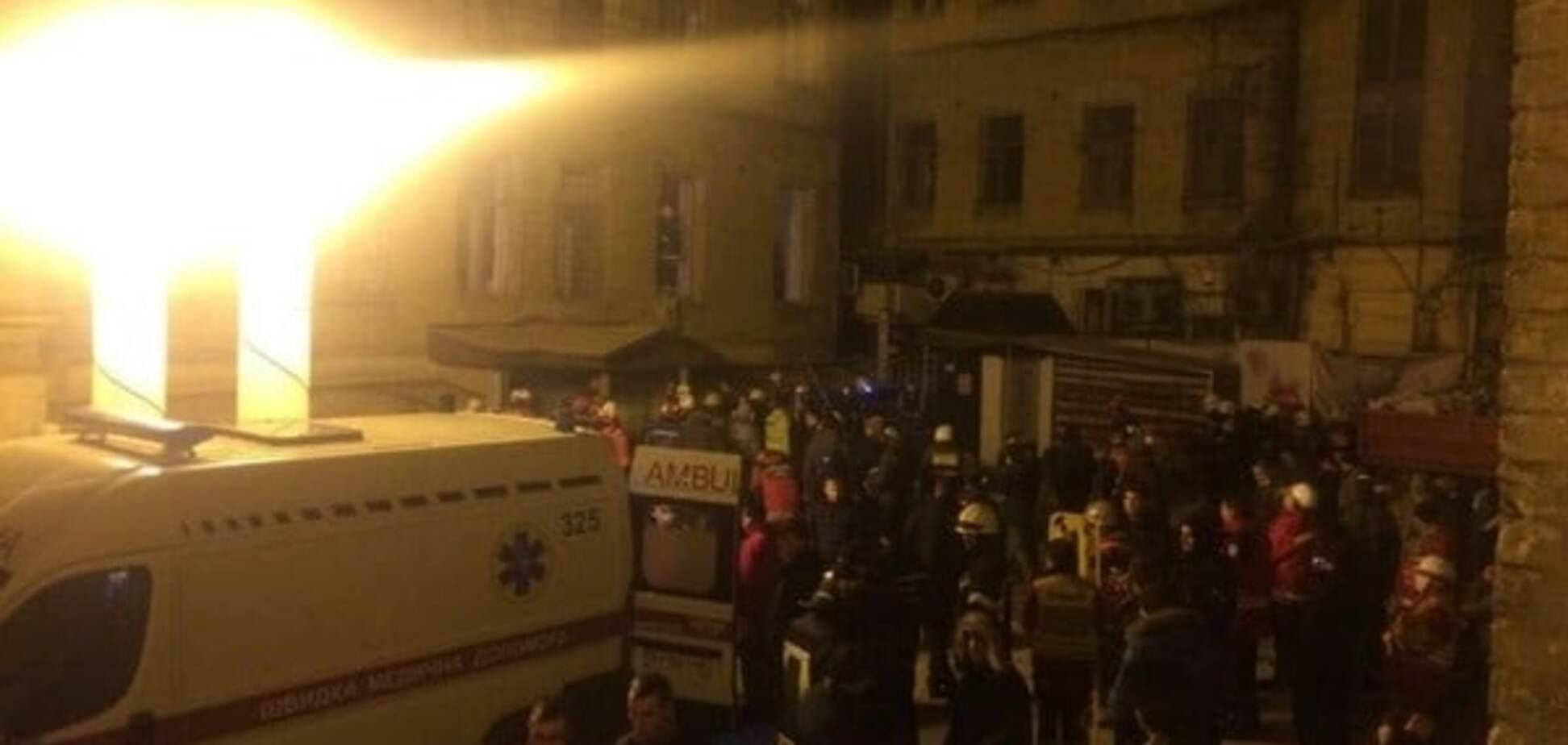 Обвал будинку в Києві: на рятувальників у будь-який момент може впасти фасадна стіна