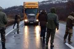 Активісти не впускають в Україну російські фури з Білорусі