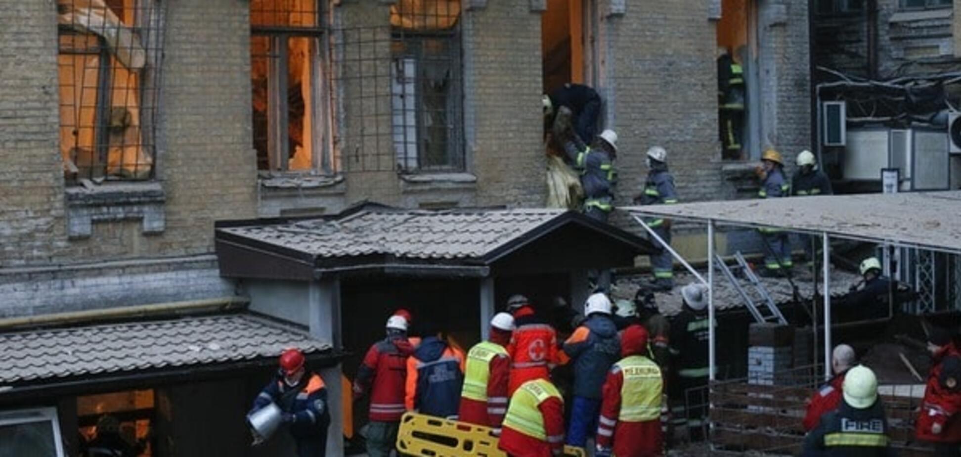 Обвал будинку в Києві: з-під завалів витягли два тіла