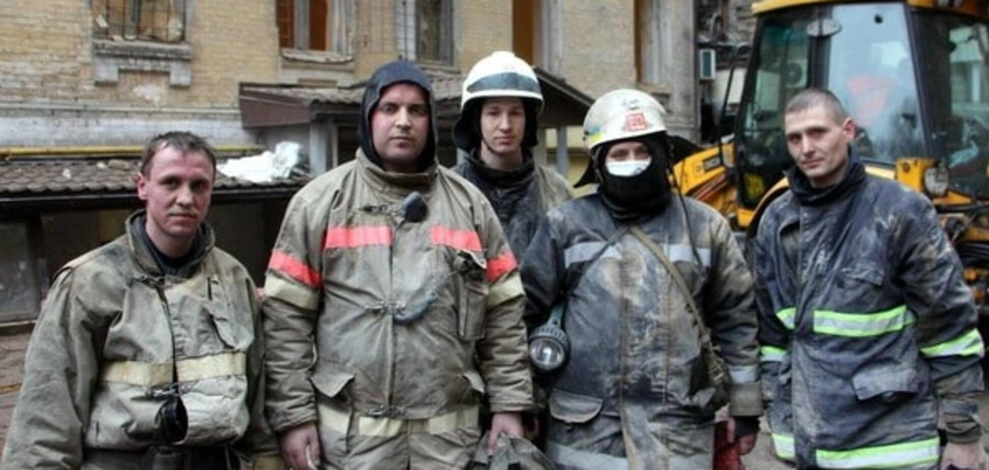 Спасатели завершили работы в обвалившемся доме в центре Киева