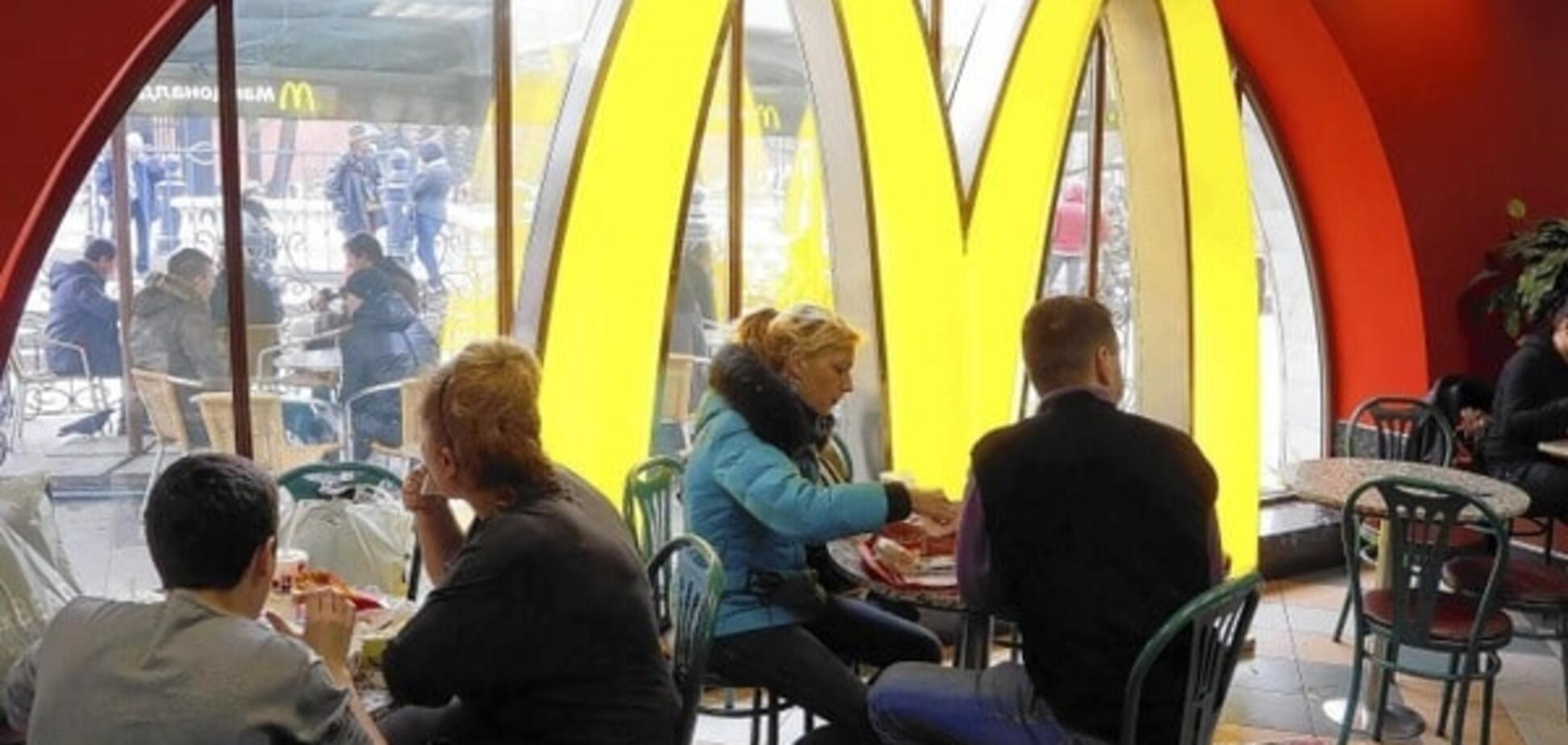 Мурманчанин защитил Россию 'от унижения США', бросаясь гамбургерами в McDonald's