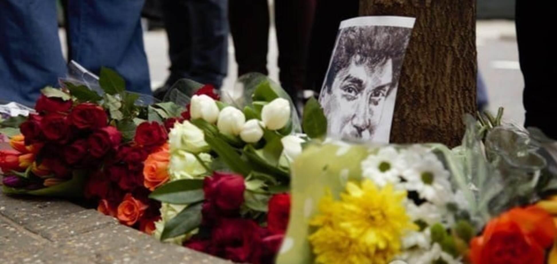 Шендерович и Троицкий в Лондоне почтили память Бориса Немцова: фоторепортаж