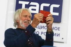 Пьеру Ришару вручили паспорт гражданина Мордовии