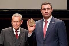 И снова в отпуск: Кличко улетел, но обещал вернуться