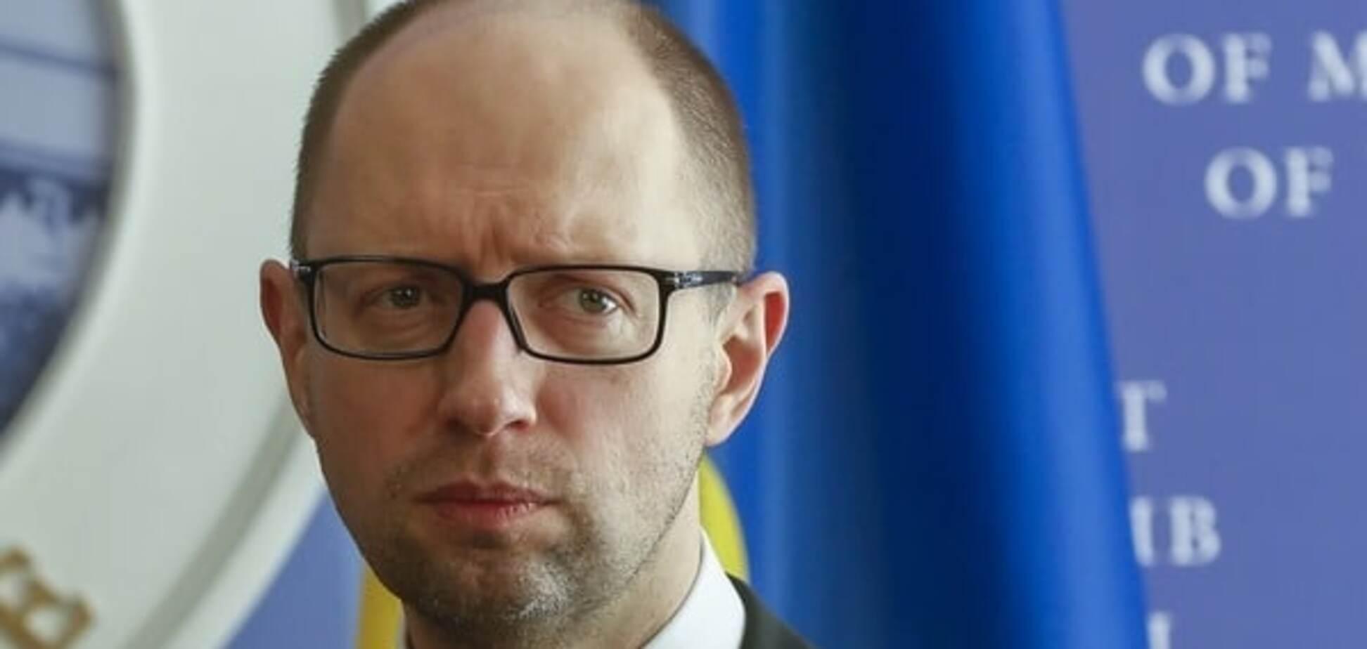 Рейтинг щупает дно: стало известно, сколько украинцев хотят отставки Яценюка