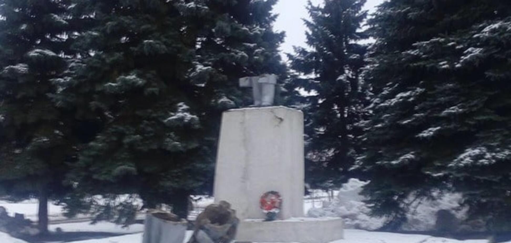 Ленінопад: вождя більшовизму звалили на Харківщині. Опубліковані фото і відео