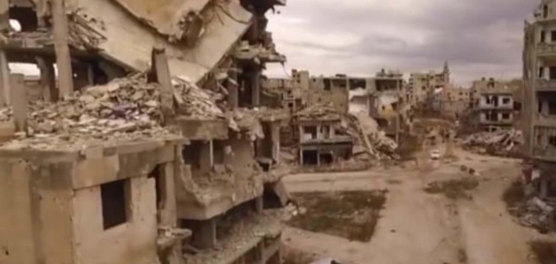 Одни руины: российская авиация разбомбила сирийский город: ужасающее видео