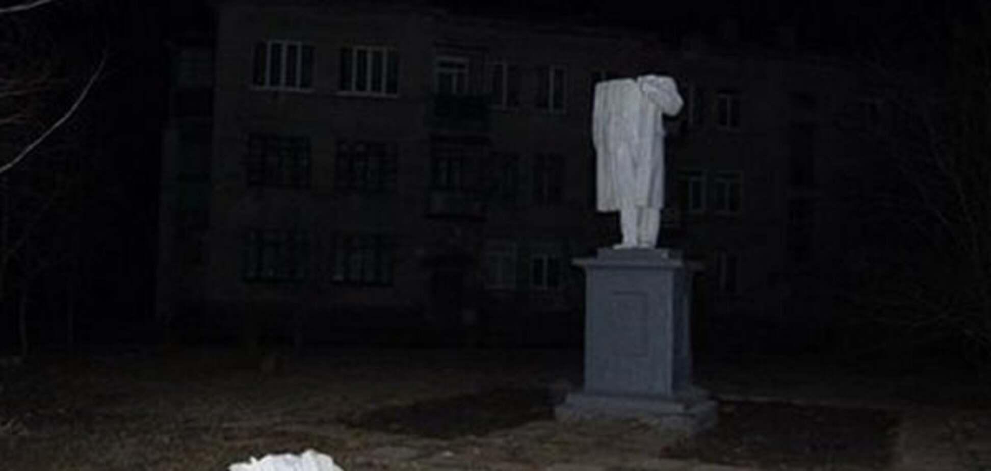 Националистический ветер: на Харьковщине упали памятники Ленину и Кирову