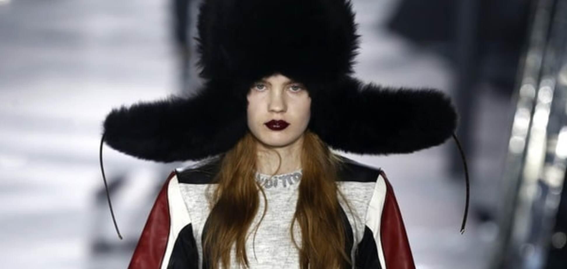 Louis Vuitton на Неделе моды в Париже представил огромную шапку-ушанку