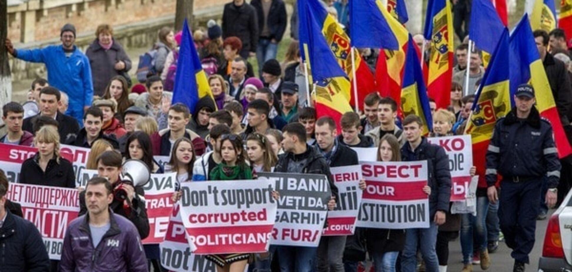 СМИ: Москва, Брюссель и Вашингтон борются за контроль над властями Молдовы