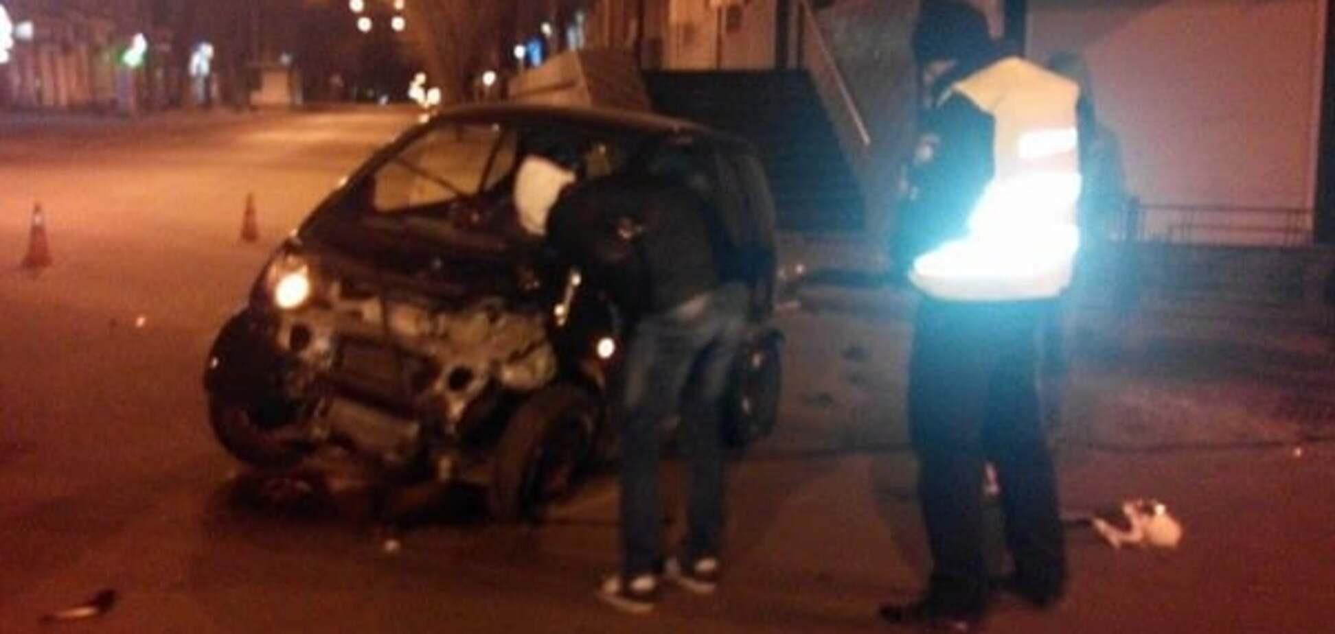В Одессе Mercedes въехал в магазин, водитель бежал с места ДТП: опубликованы фото