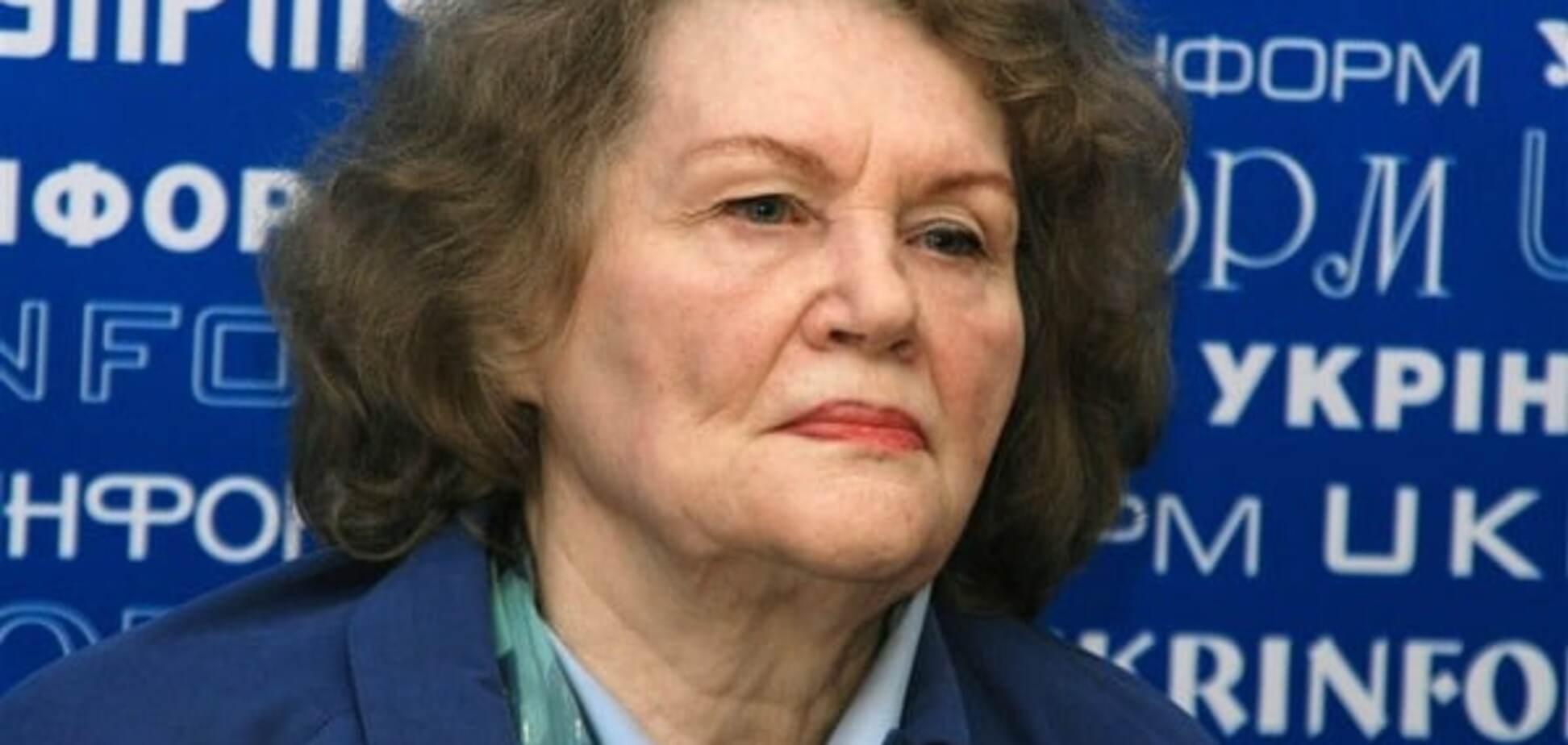 Порошенко: большая честь быть современником Лины Костенко