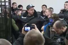 У Києві суд прийняв рішення по Краснову, в залі почалася бійка: опубліковані фото