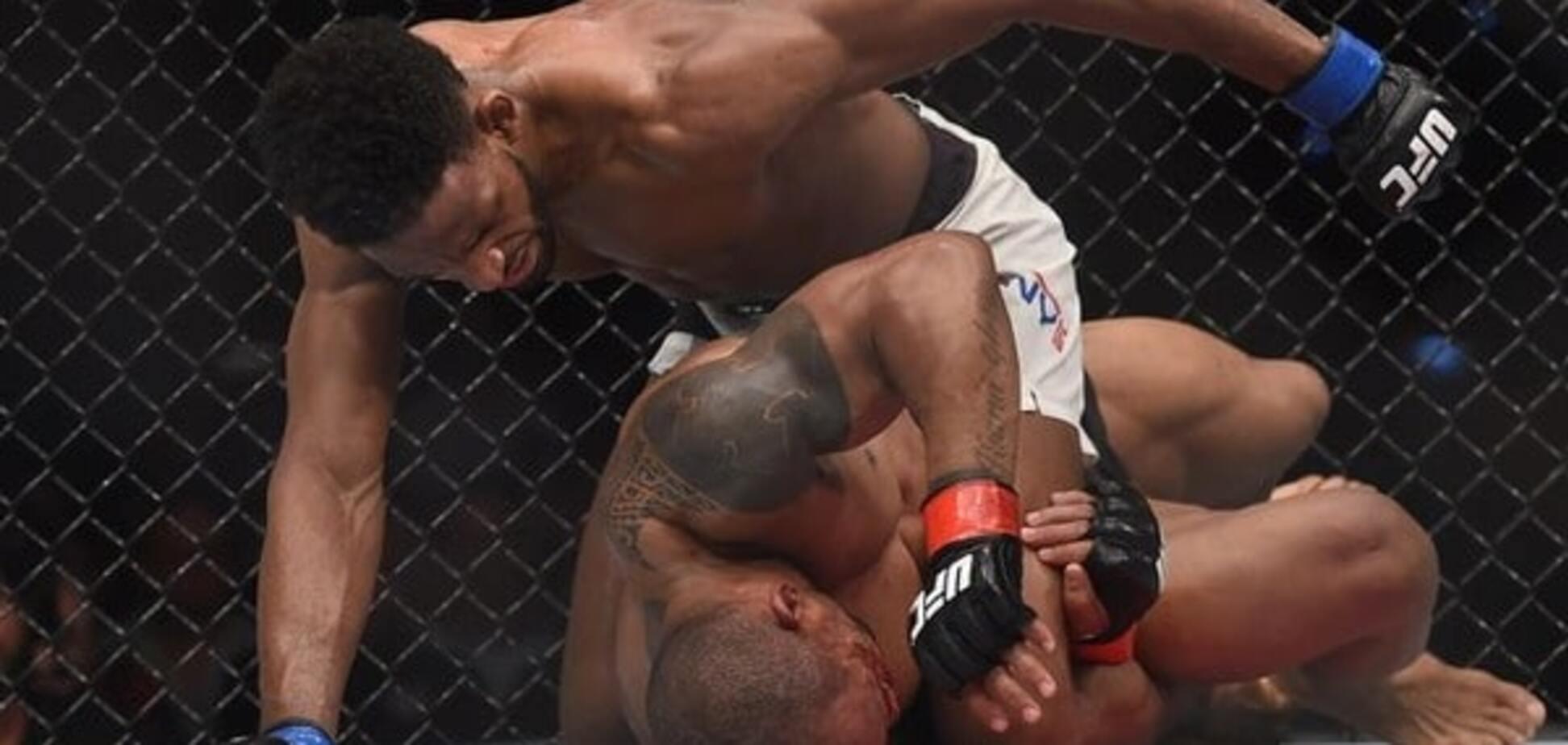 Побиття року. Боєць UFC пропустив більш ніж 100 ударів у голову: жорстке відео