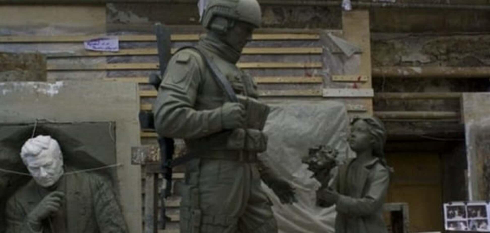 Памятник \'зеленым человечкам\'