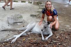 Знаменитая украинская чемпионка показала, как развлекается с кенгуру: яркие снимки
