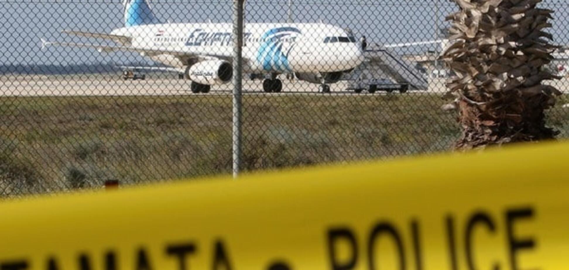 У мережі з'явилися перші фото захопленого лайнера EgyptAir