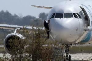 Що це було? Усі подробиці захоплення літака EgyptAir