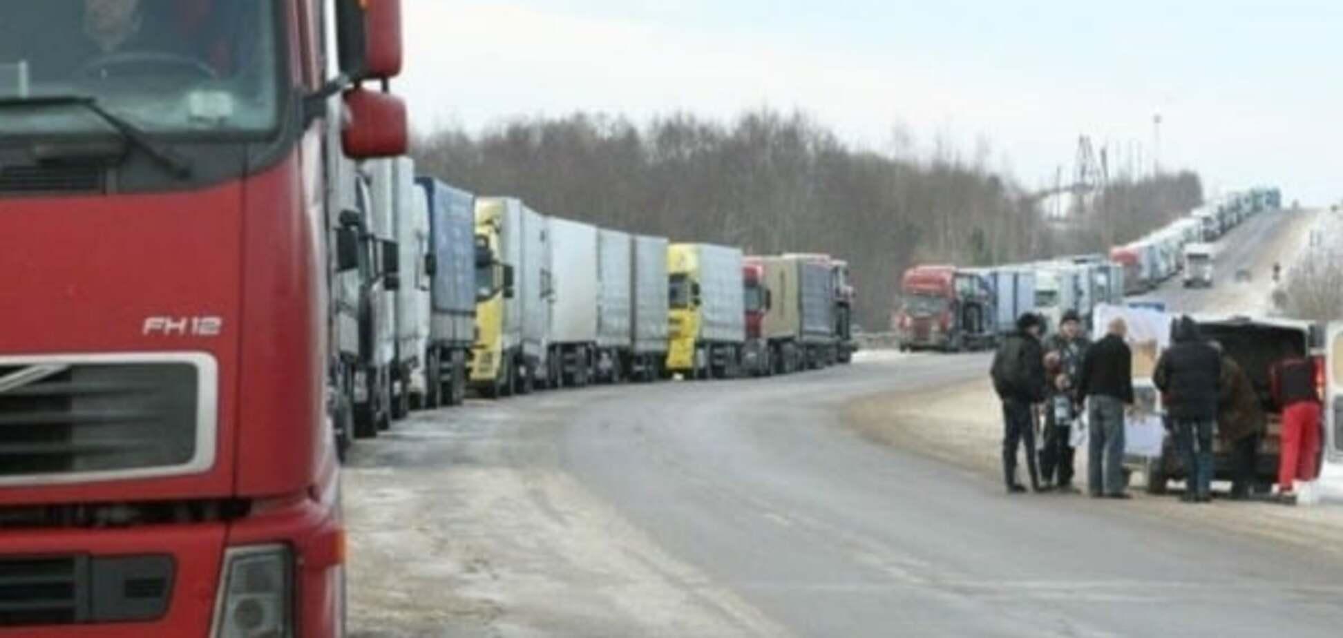 Депутаты облсовета потребовали запретить проезд фур из России через Украину