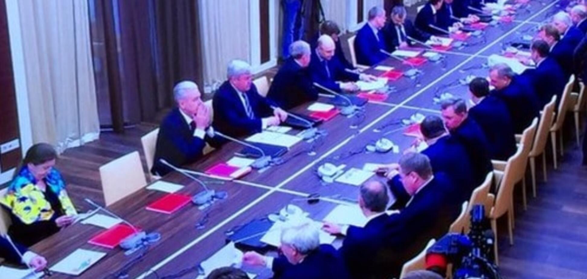 Помічниця Путіна прийшла на засідання Радбезу в кольорах українського прапора. Фотофакт