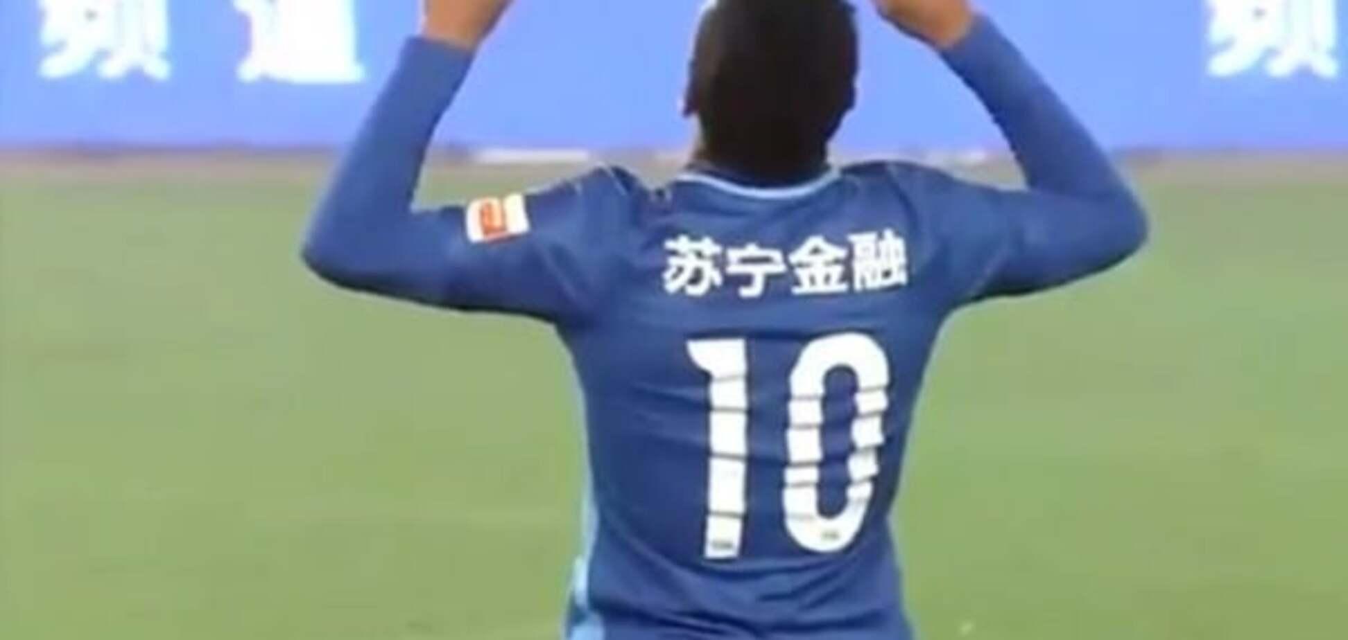 Известный экс-футболист 'Шахтера' оформил дубль в первом же туре чемпионата Китая: видео моментов