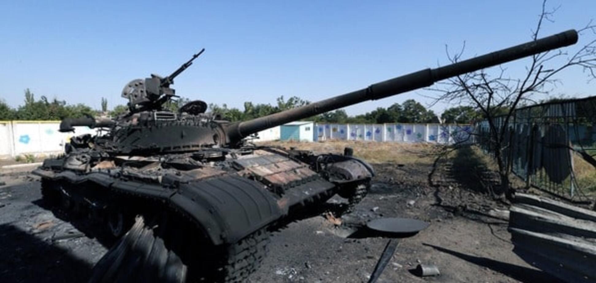 Знову за старе: терористи стягнули до Комінтернового САУ, танки і БТР