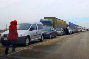 За всяку ціну: кримчани вирушили на материк, щоб врятувати свої авто від окупантів