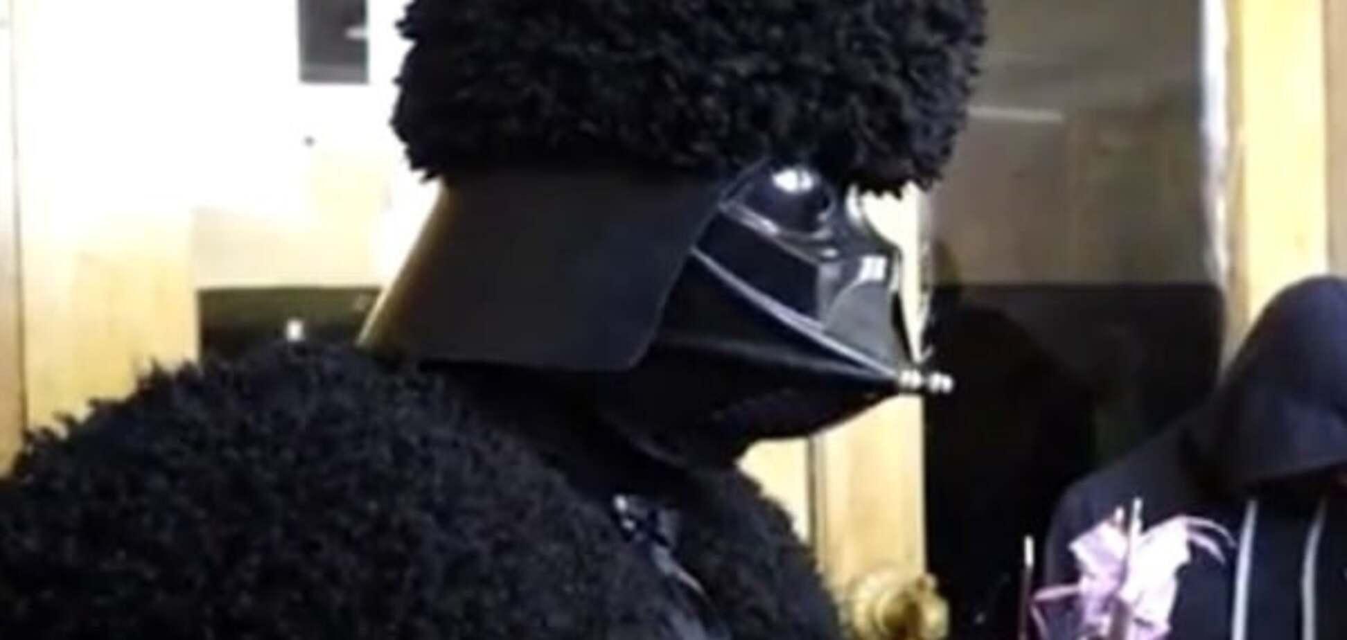 Щоб насаджував і смажив: Дарт Вейдер підніс Саакашвілі незвичайний подарунок. Опубліковано відео