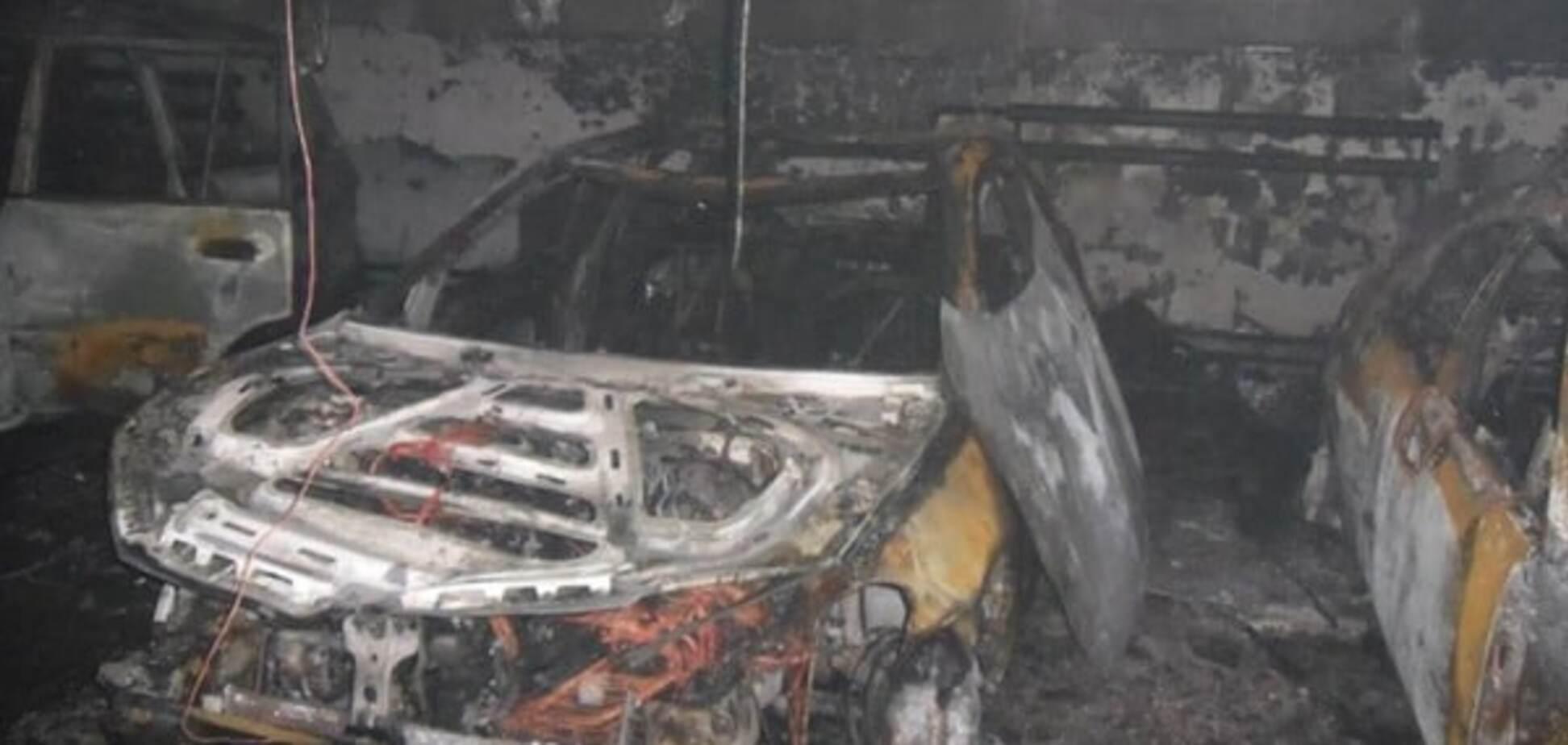 У Києві горіли шість автомобілів: опубліковані фото