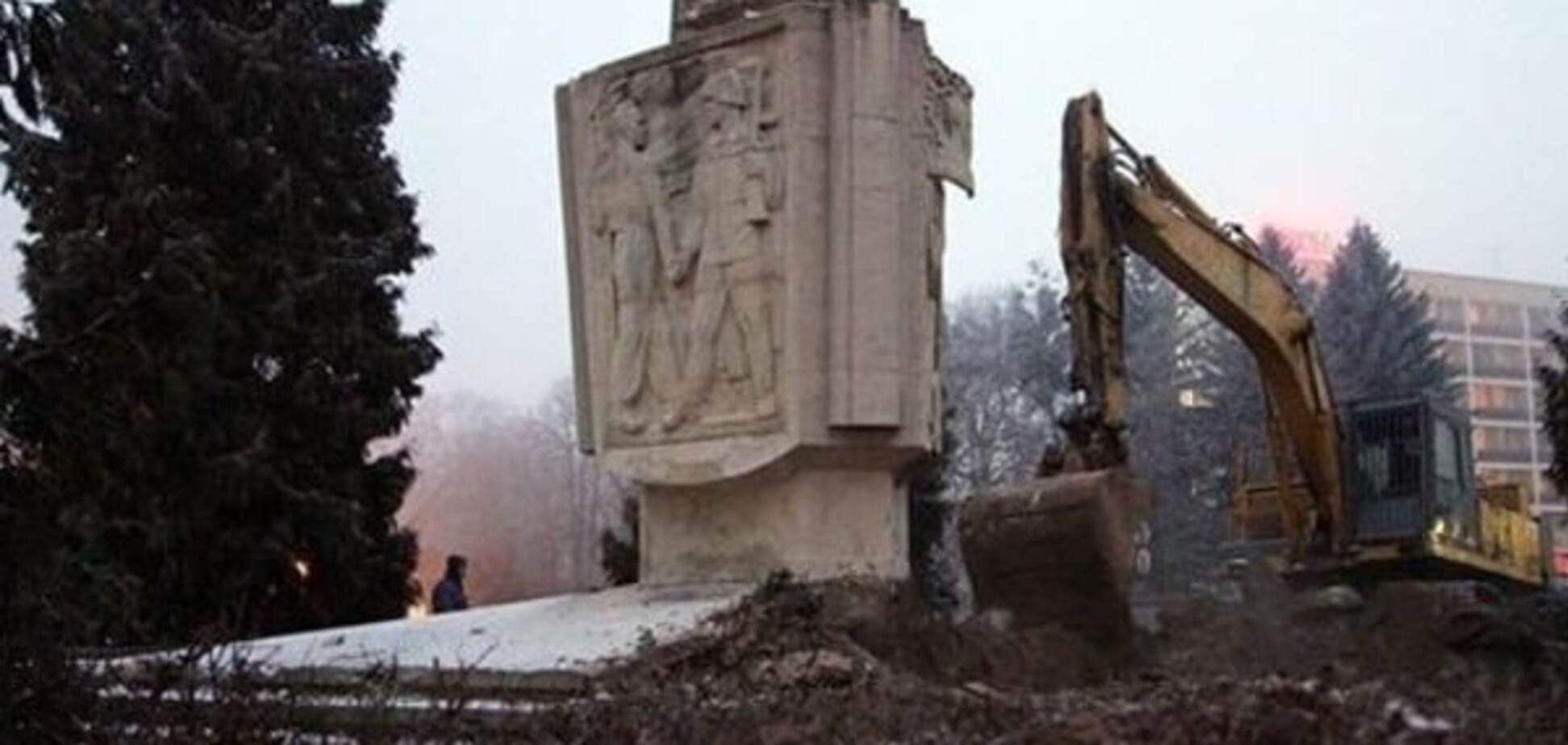 Заповідник комунізму: в Криму готові прийняти радянські пам'ятники з Польщі