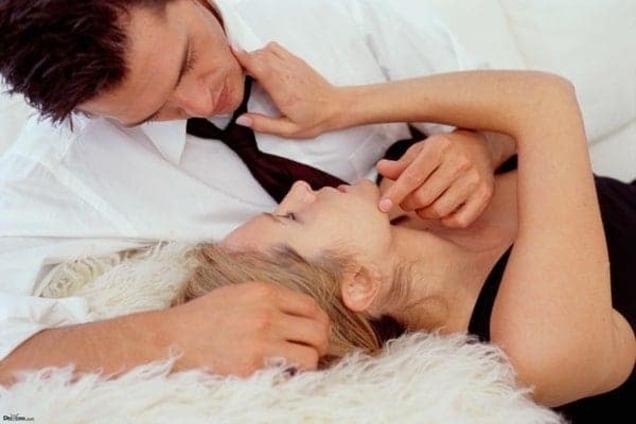 Как женщине заинтересовать мужчину: читаем любимого как открытую книгу