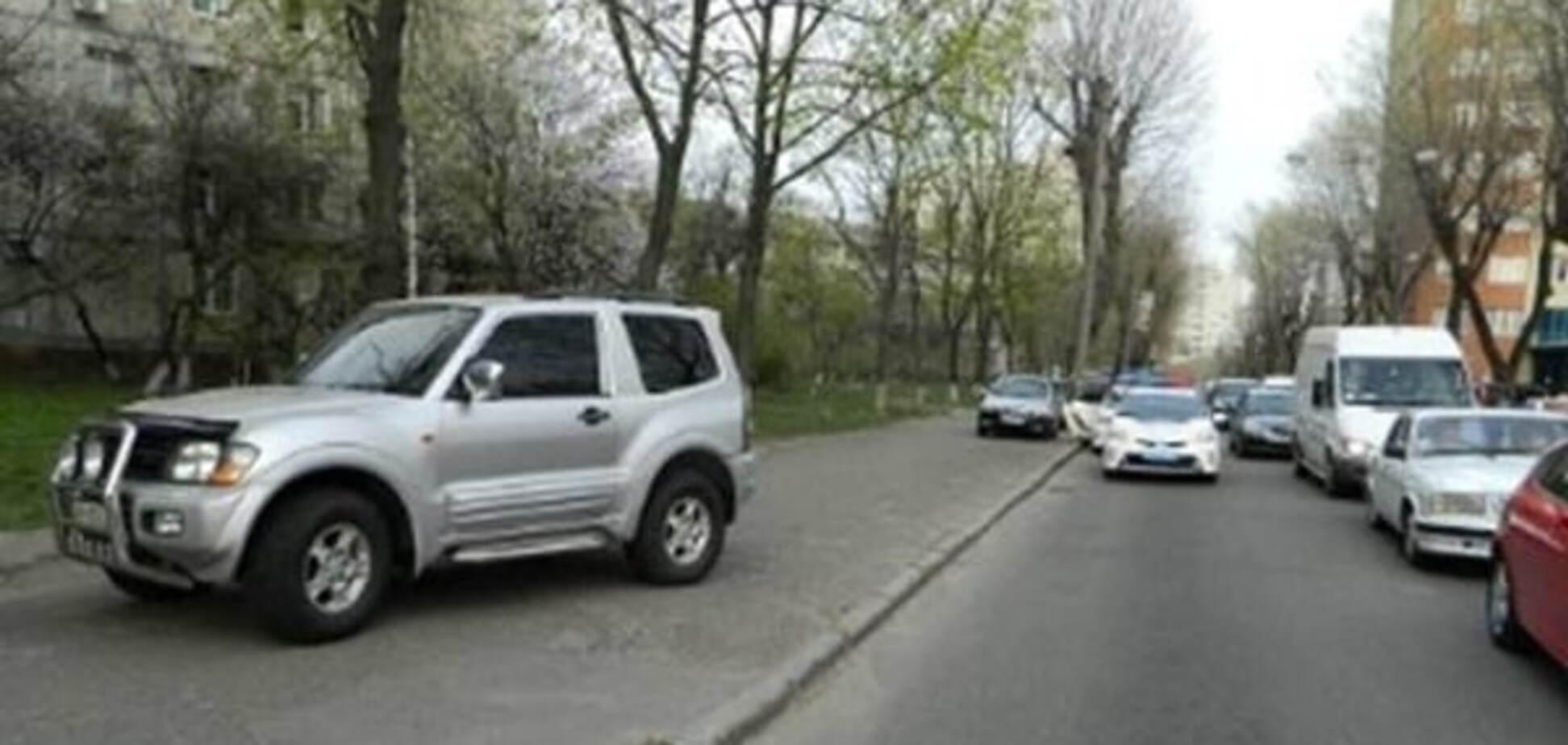 У Києві п'яний водій джипа збив поліцейського