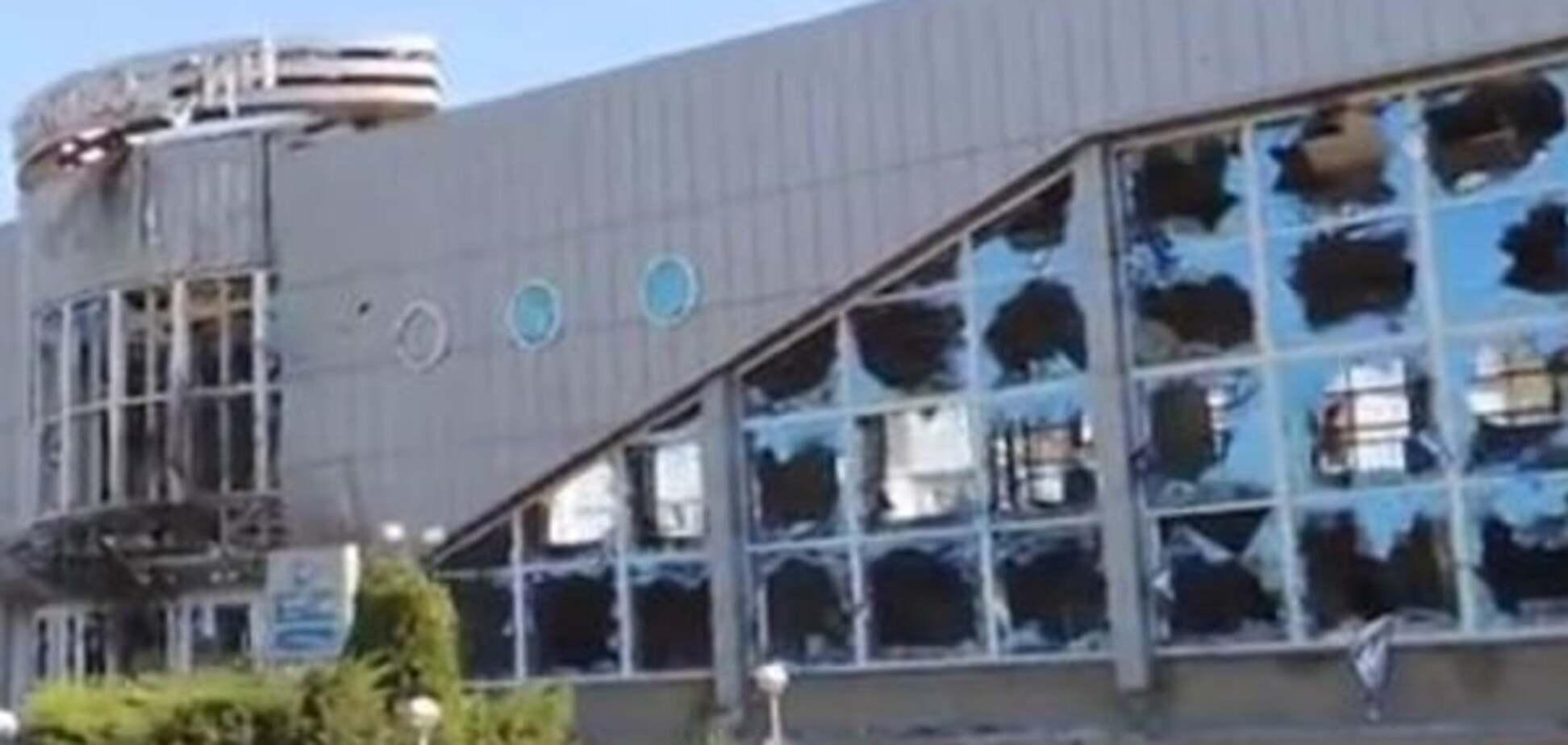 Руїни і підірвана техніка: журналісти показали, як виглядає луганський аеропорт. Відеофакт