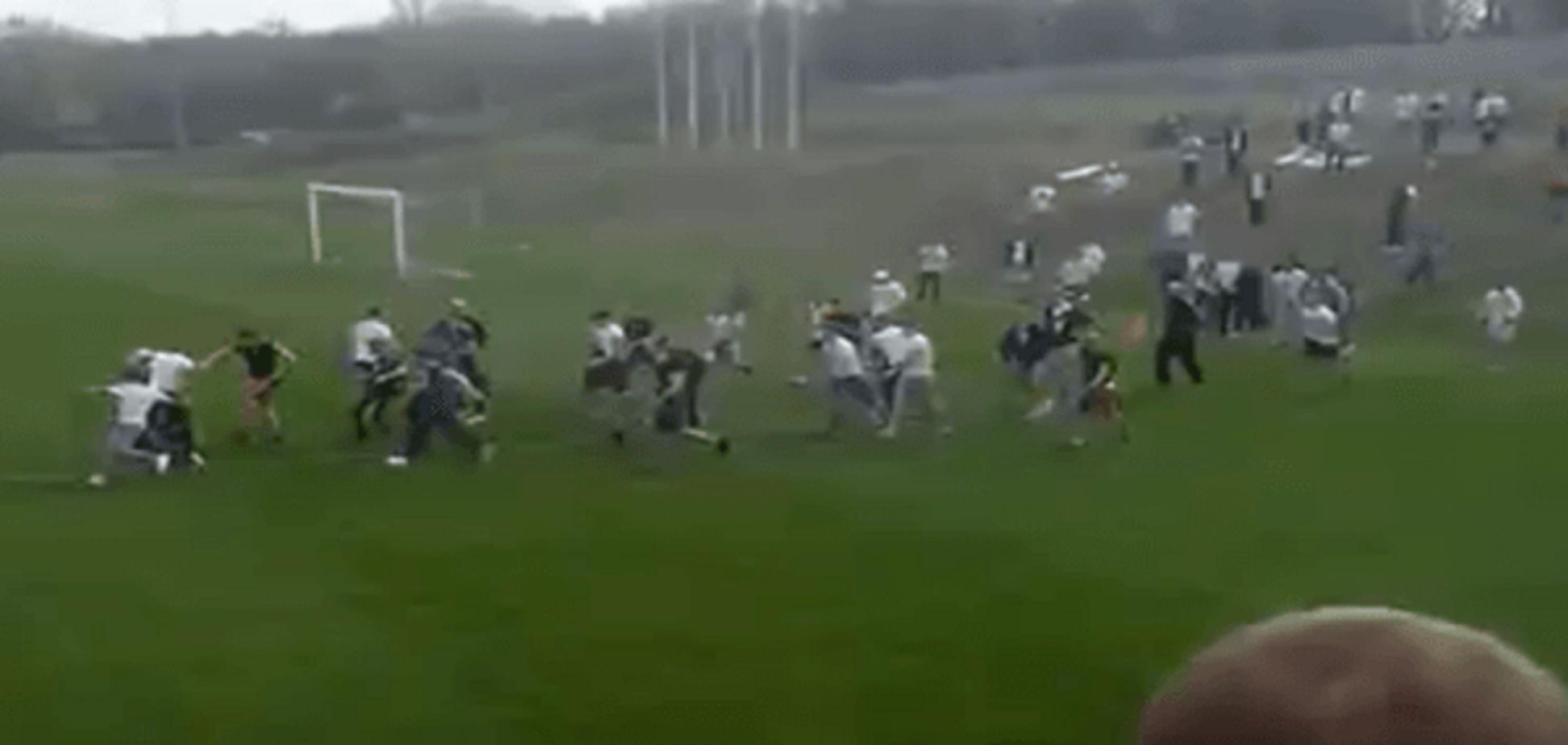 Футбольний матч у Запоріжжі завершився масовою бійкою: відео інциденту