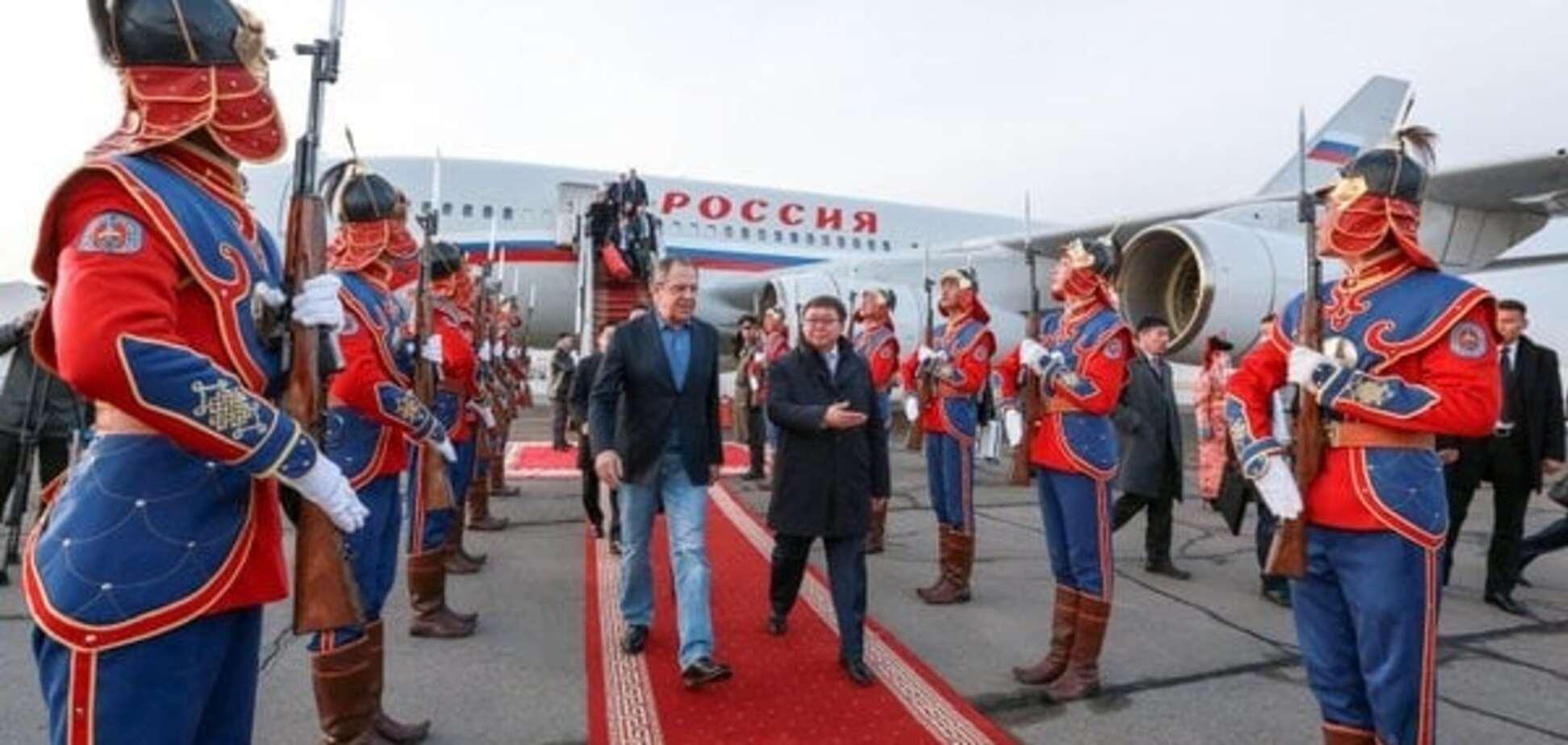 'У Китаї вийде в стрінгах': у соцмережах висміяли 'прикид' Лаврова в Монголії