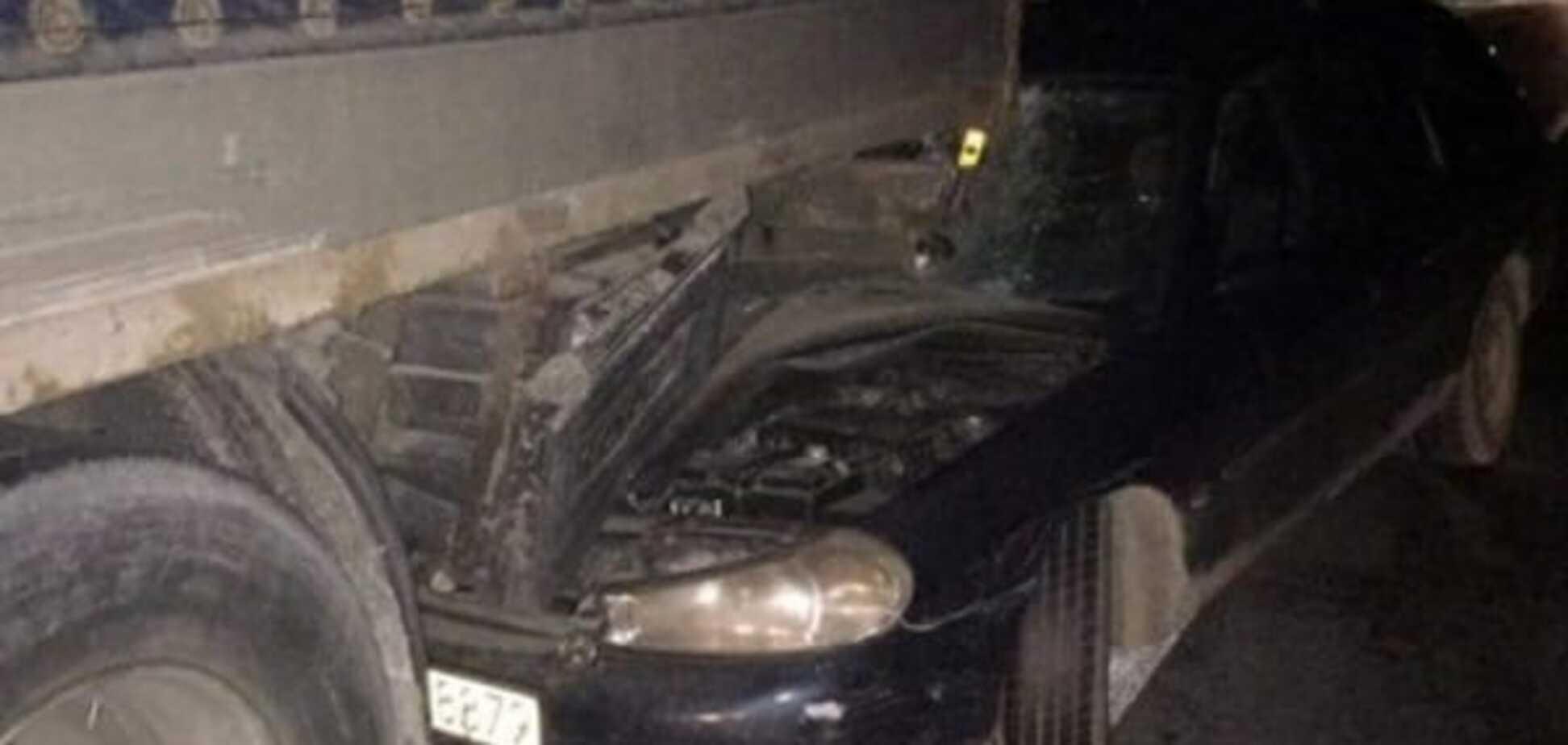 На Львівщині зіткнулися 2 вантажівки і легковик: є постраждалі