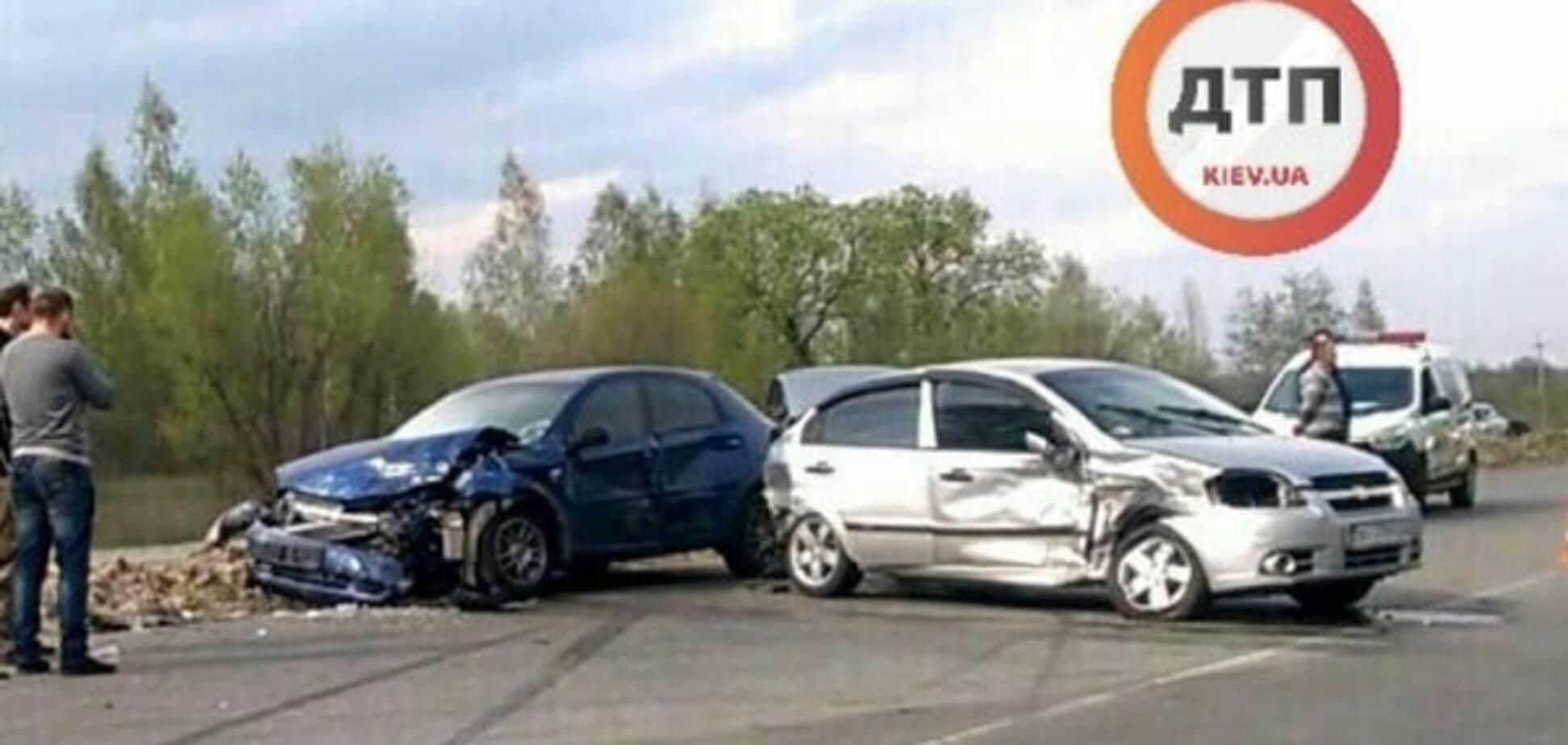 Під Києвом зіткнулися два автомобілі: є постраждалі
