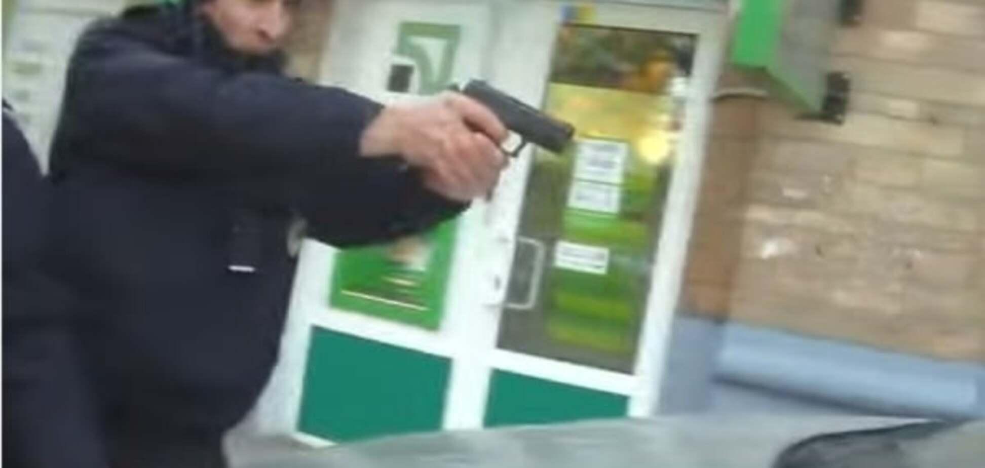 У мережі спалахнув новий скандал через застосування зброї патрульними в Києві