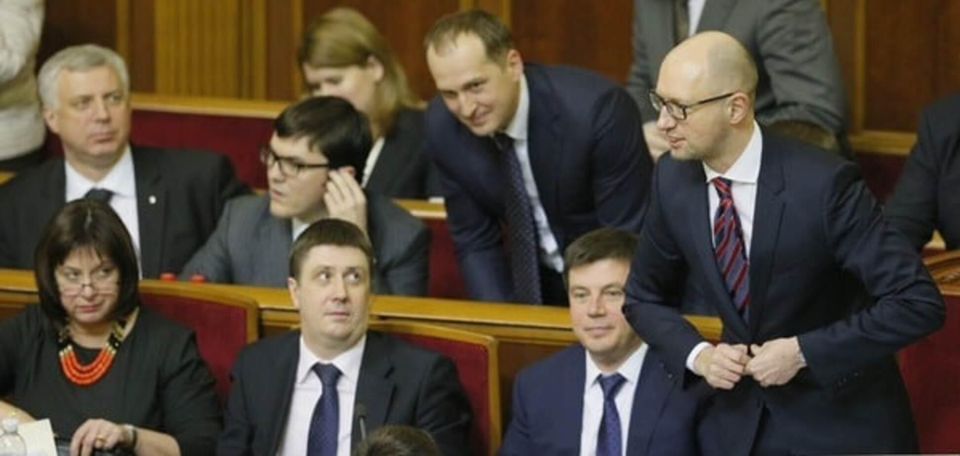 Тяжкий тягар влади: як озолотився Кабмін Яценюка за роки правління