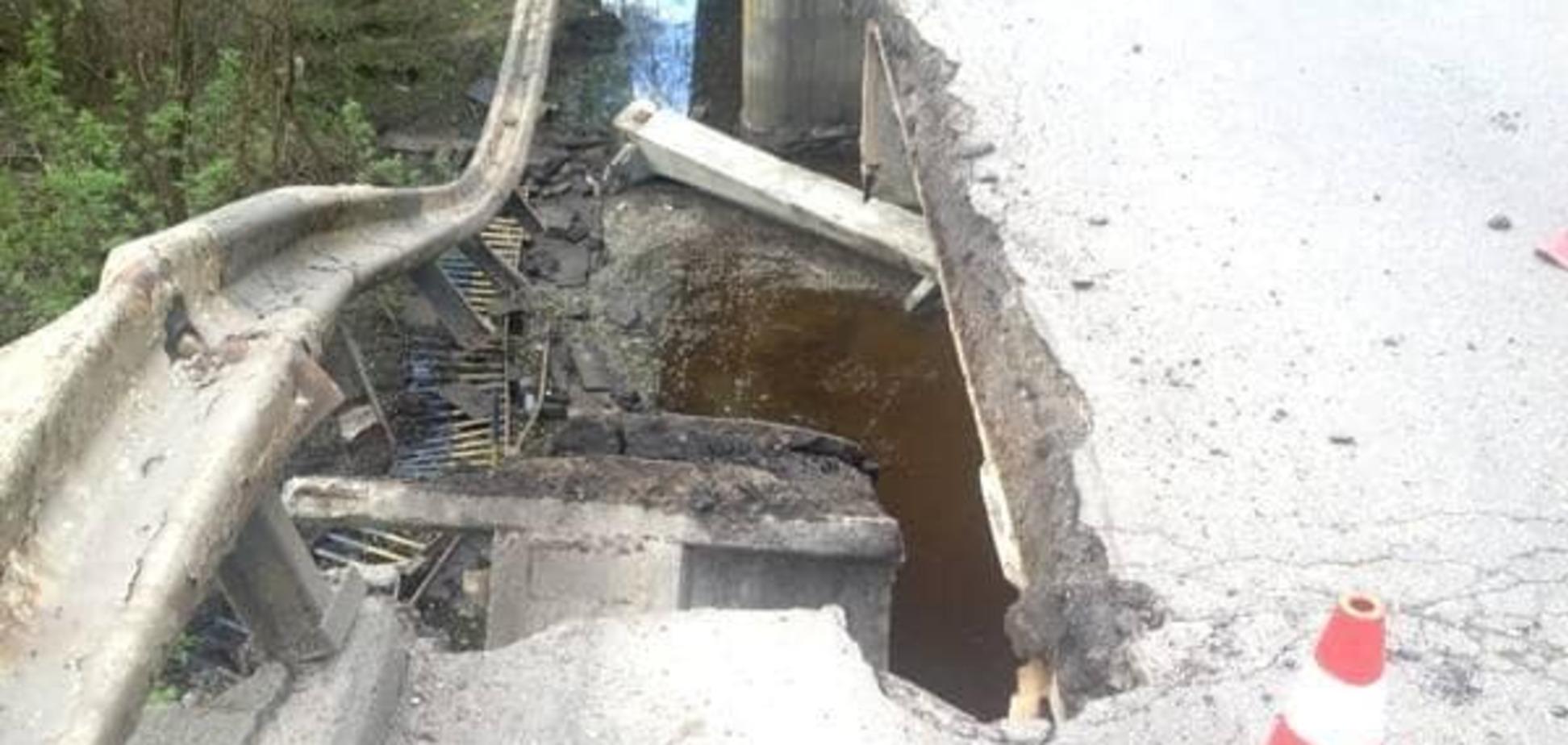 На Полтавщині автомобільний міст обвалився в річку