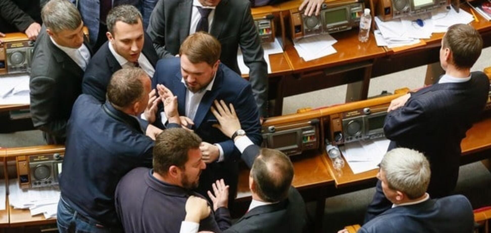 Тривожний дзвіночок: Рада прийняла важливі законопроекти, але не силами коаліції
