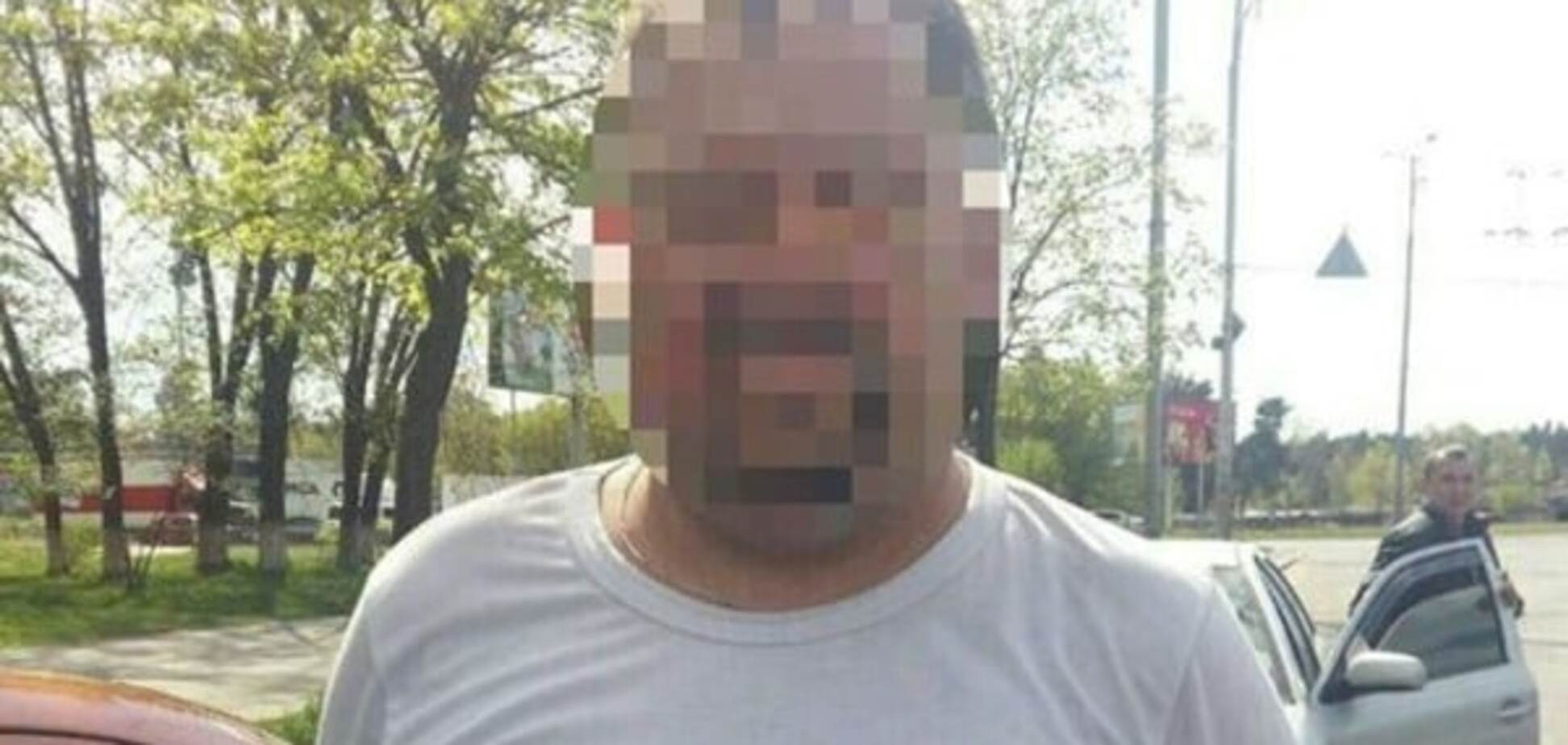 У Києві водій завіз дівчину в ліс і пограбував