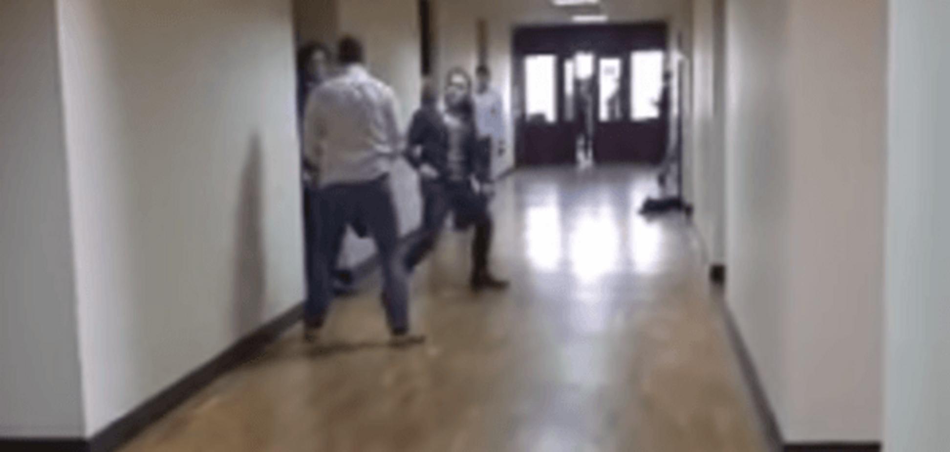 Не пощастило: 'свободівця' Мірошниченка в Київраді облили фекаліями