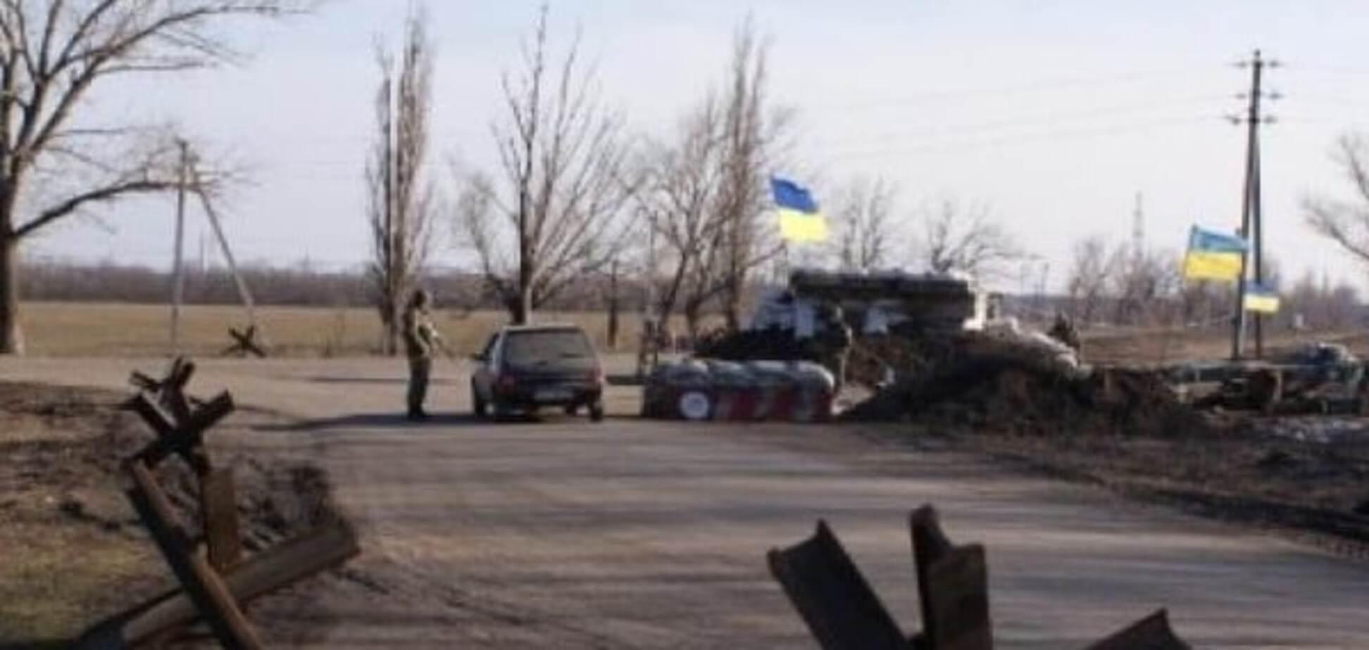 'Прилетіло п'ять гранат': терористи обстріляли КПВВ у Станиці Луганській