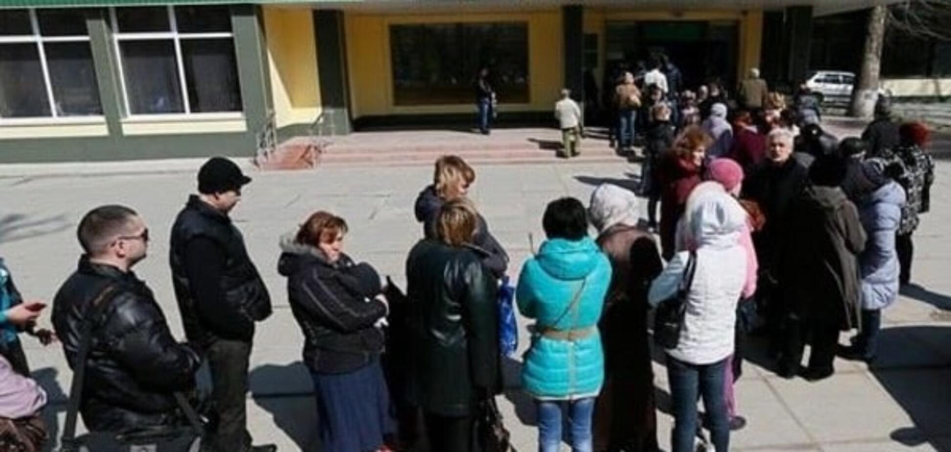 'Ощадбанк' пояснив причину величезних черг у київських відділеннях