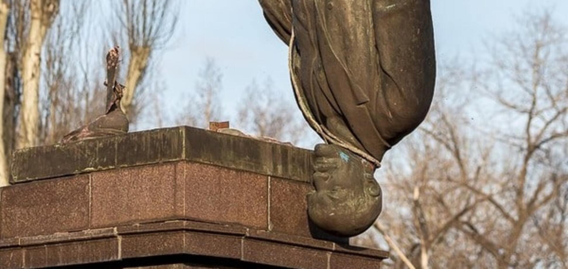 На Одещині знесли черговий пам'ятник Леніну