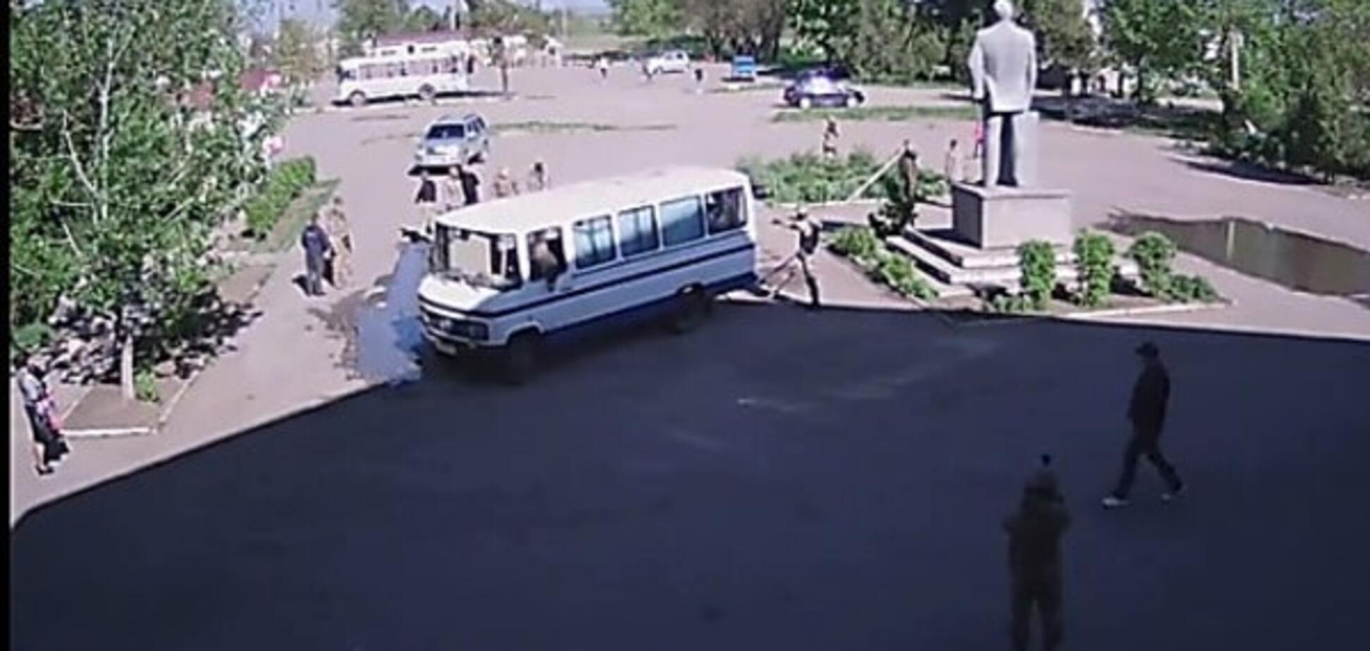 Бійка через вождя: в Одеській області бійцям 'Азова' не дали знести пам'ятник Леніну