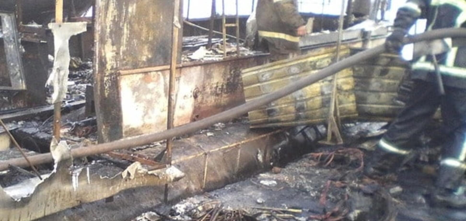 На Дніпрі в плавучому будинку від пожежі постраждав чоловік