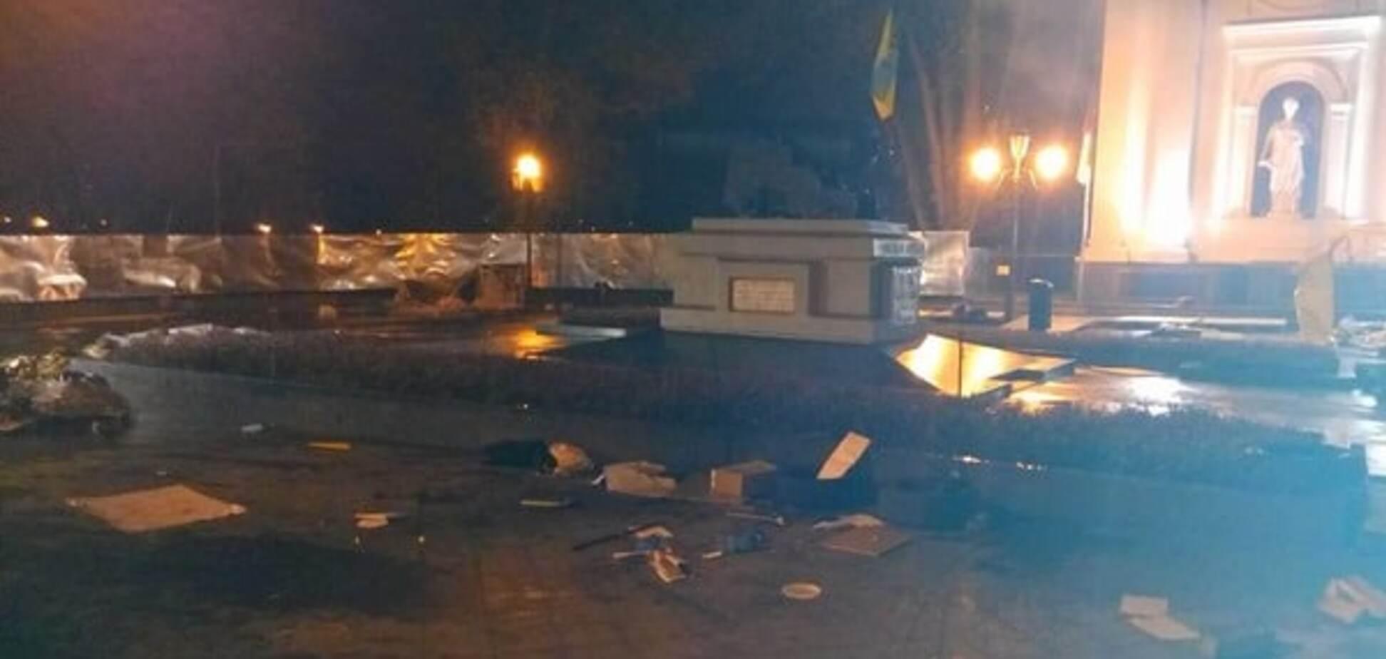 В Одесі 'тітушки' розгромили наметове містечко противників Труханова, є поранені