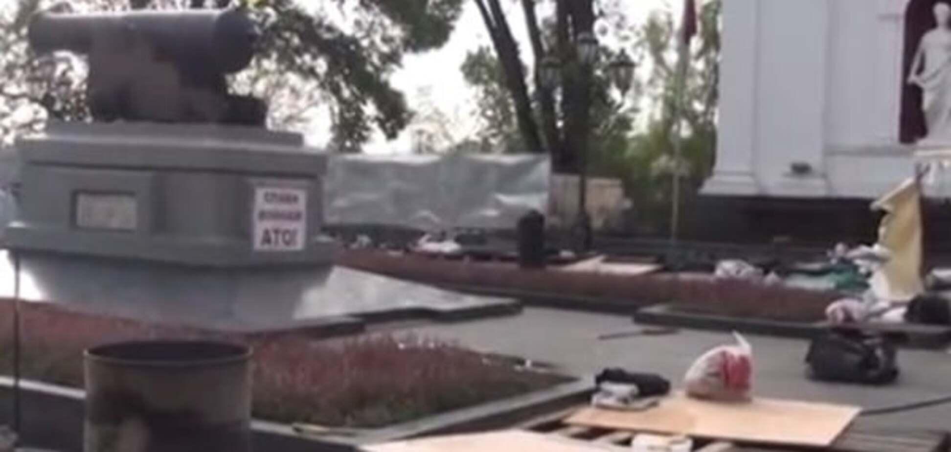 З'явилися відео з місця погрому наметового містечка противників Труханова в Одесі